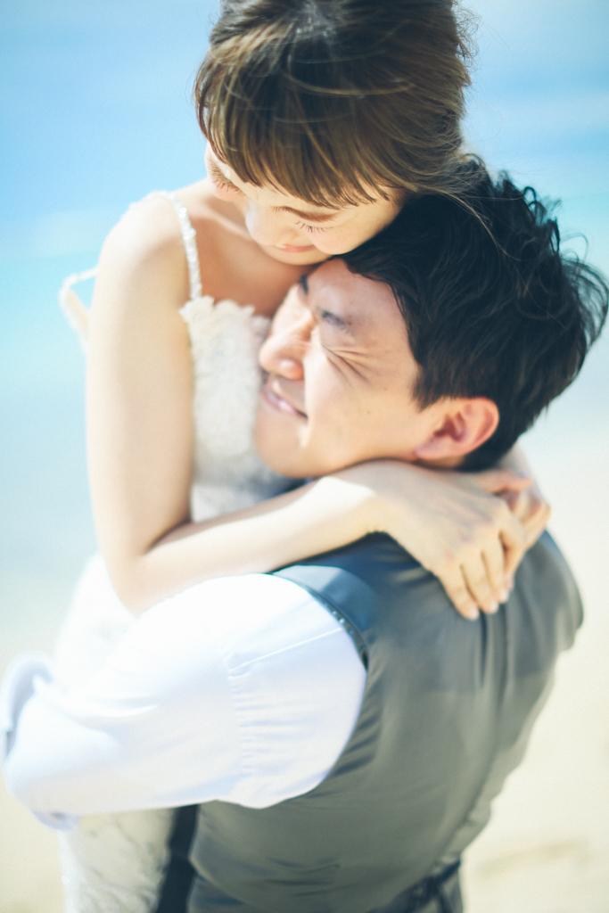 ベターハーフ ハワイウェディング ビーチ撮影 前撮り 青い海 ブーケ 花嫁 花婿 ウェディングドレス お姫様だっこ